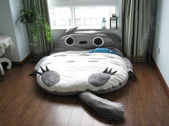 これがトトロ型ベッド。圧倒的な存在感を醸し出しています。
