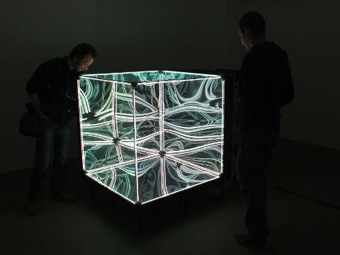 マジックミラーで立方体を作ったら完全に異次元な無限回廊が出現しました | BUZZAP!(バザッ