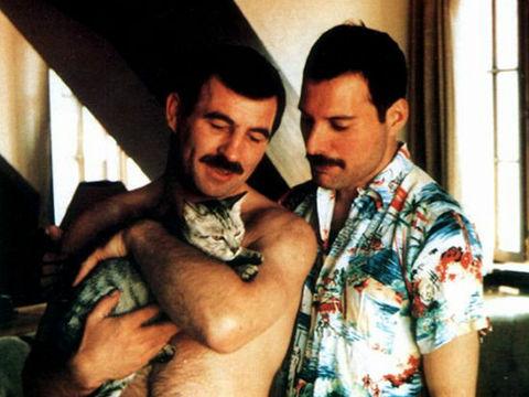 フレディ・マーキュリーが最後の恋人と過ごした日々を写し取った貴重な写真 | Buzzap!
