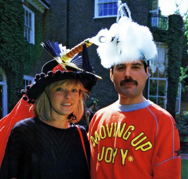 フレディ・マーキュリーが最も愛し、信頼した生涯の友人、メアリー・オースティンとの写真たち Buzzap!(バザップ!)